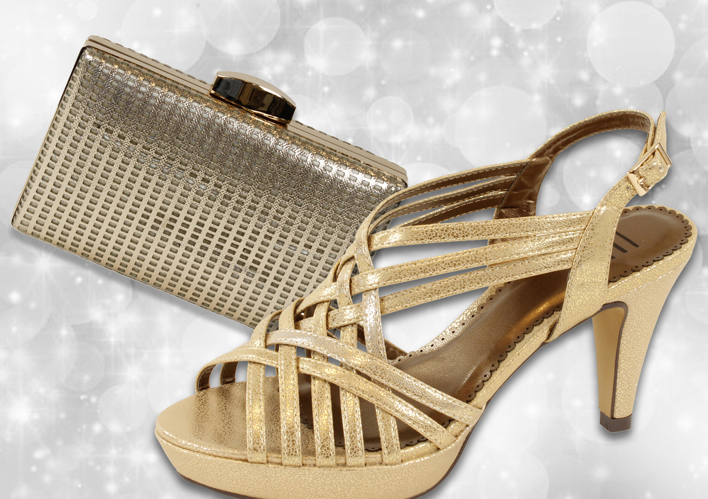 Zapato con tiras doradas y clutch dorado de E.Ferri