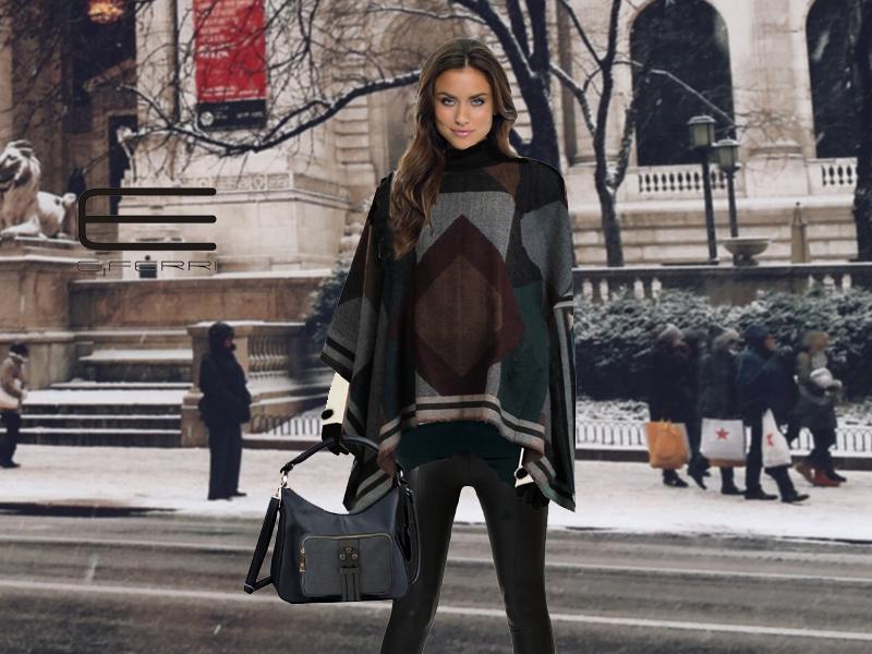 Modelo con poncho, bolso Fashion y guantes de E.Ferri