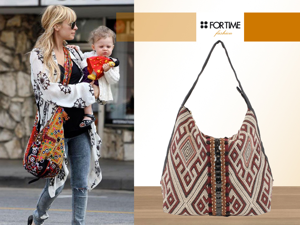 La it girl Nicole Richie con look casual y bolso étnico
