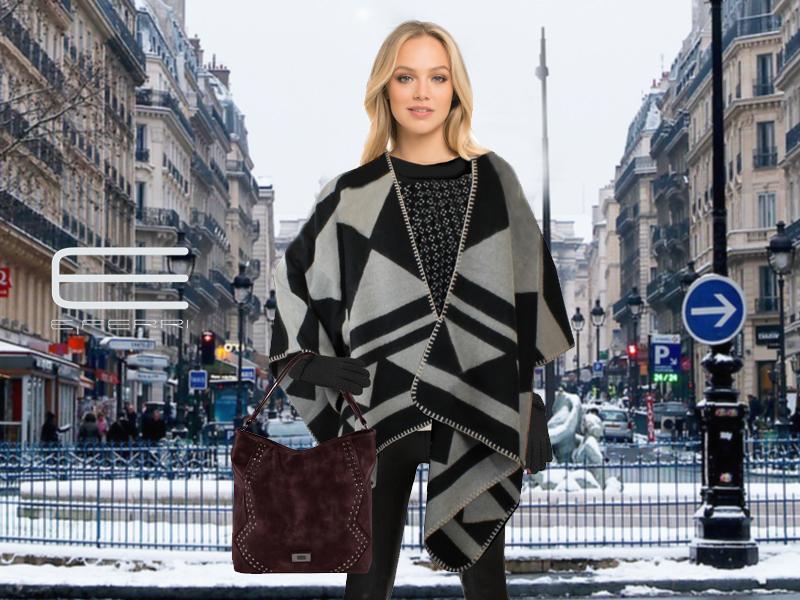 Modelo con capa, guantes y bolso Fashion de E.Ferri
